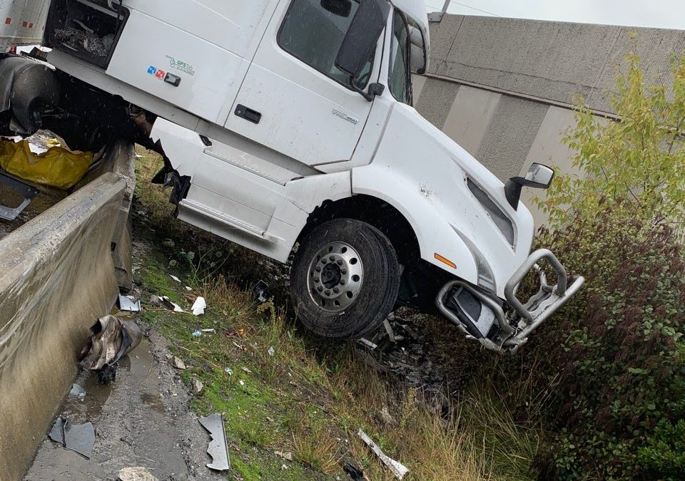 2019-09-18: Speedy Semi Truck Spill Recovery on Federal Way, WA